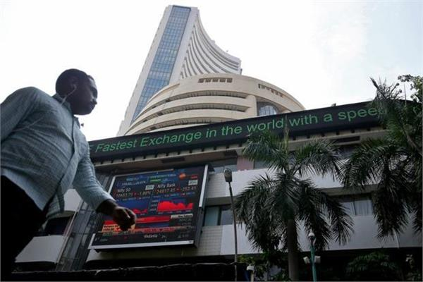 sensex recovered by 4 points