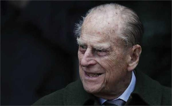 prince philip 97 surrenders driving licence month after car crash