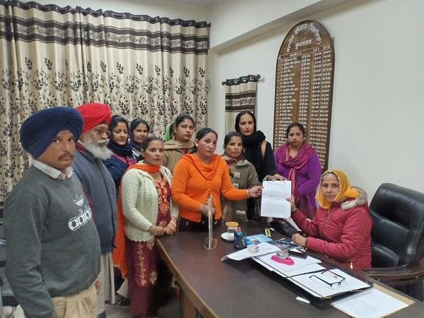 asha workers complaint against civil hospital  s doctor