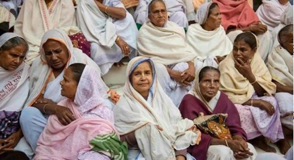 forcing people to begged for   to hold on to the breath    widows of   vrindavan