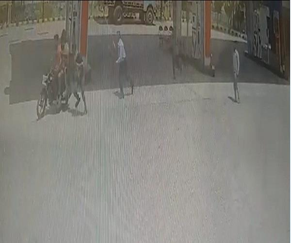 petrol pump  loot  2 guilt  arrest