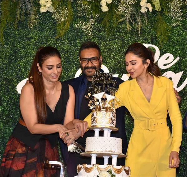 ajay devgn celebrates his 50th birthday at ddpd trailer launch
