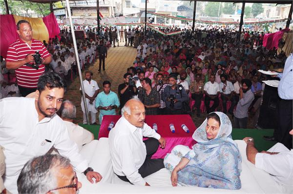 modi has misled the people of the country  preneet kaur