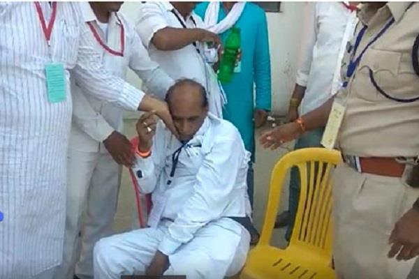 congress district president ratan singh heart attack