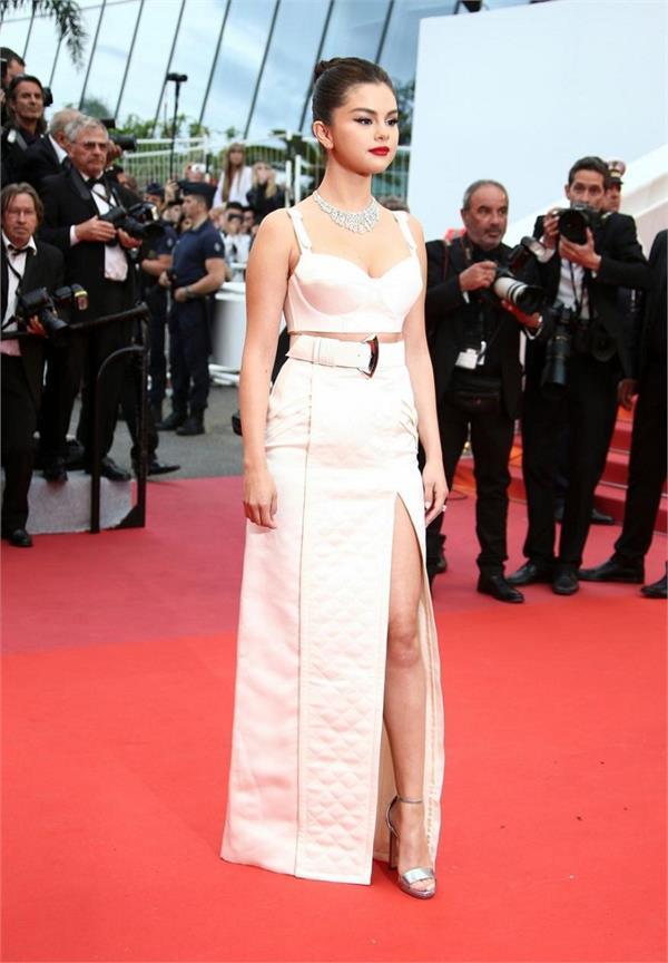 Cannes 2019 : ਓਪਨਿੰਗ ਸੈਰੇਮਨੀ 'ਤੇ ਹਸੀਨਾਵਾਂ ਦਾ ਖੂਬਸੂਰਤ ਲੁੱਕ