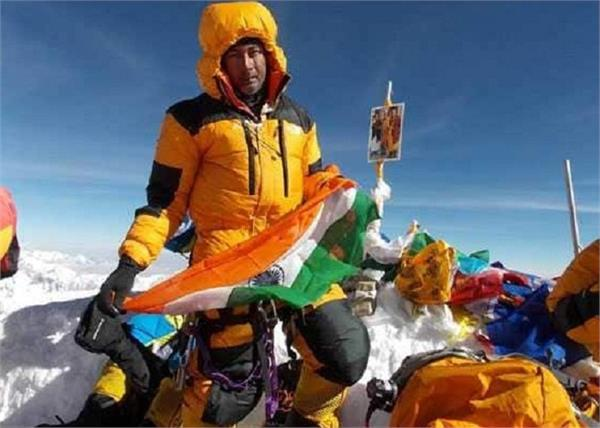 2 indian climbers die on kanchenjunga in nepal