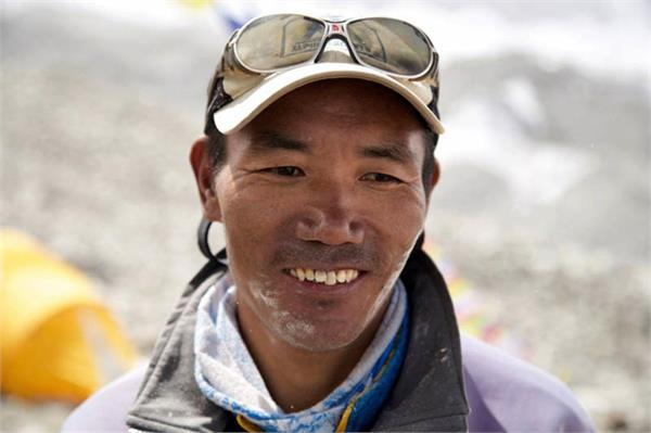 nepali sherpa defeats everest for 24 hours