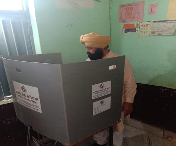 congress candidate sher singh ghubaya vote