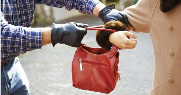 amritsar excuse me sister and purse snatching
