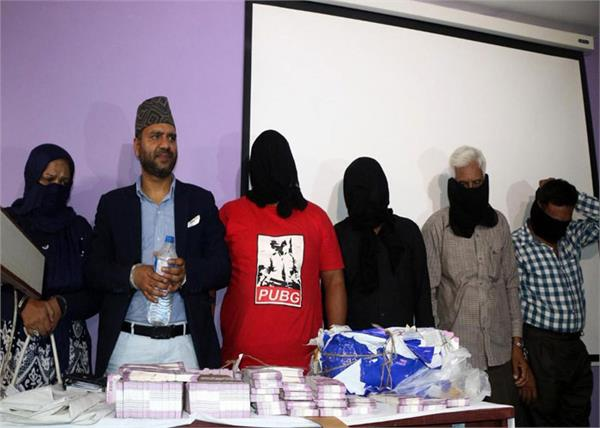 6 arrested along with 4 pakistanis including 7 68 crore fake bribe