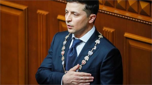 comedian volodymyr zelensky sworn as president of ukraine