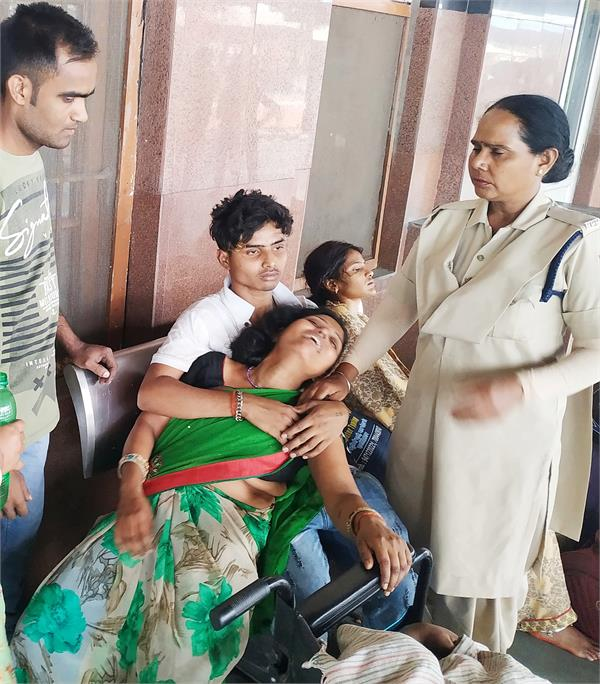 during the journey  death of young boy  at the jalandhar railway station