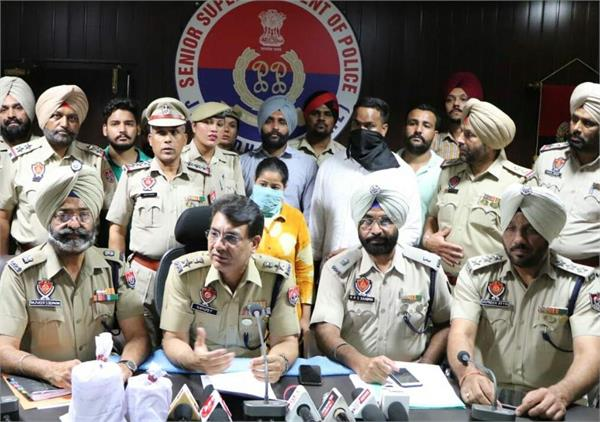 police arrest two persons including a woman with five crore heroin
