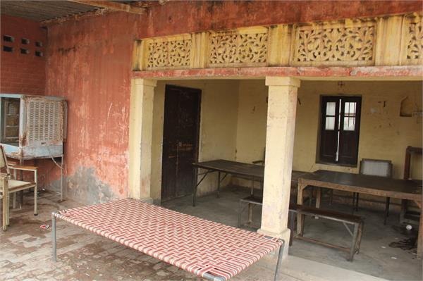 patwari closed the patwarkhana after rumor of raid
