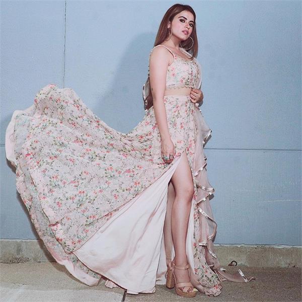 simi chahal bold look viral