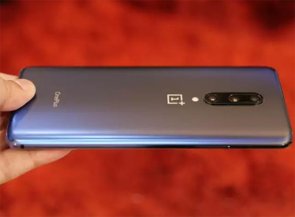 oneplus 7 pro users complain of smartphone getting switched