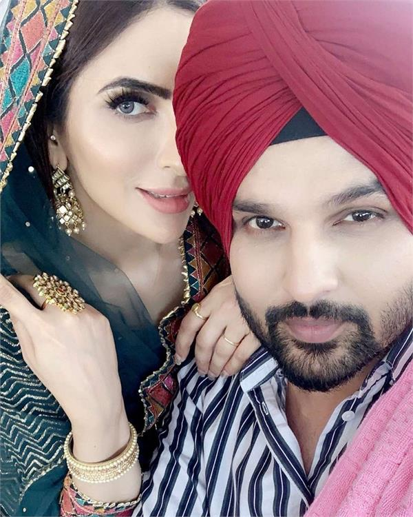 yuvraj hans and mansi sharma for their swanky new suv