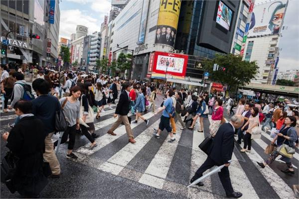 japan s population drops by record number to 124 8mn