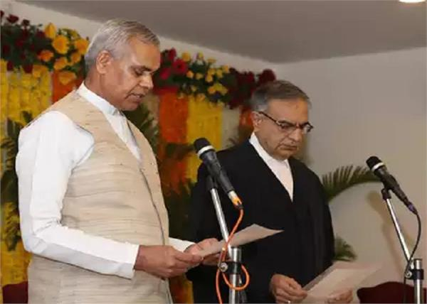 acharya devvart gujarat governor sworn