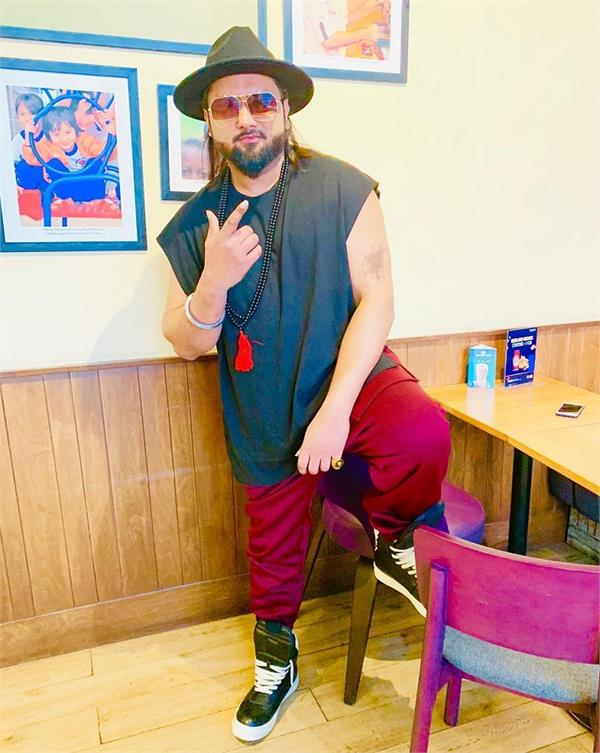 women commission against received threatening calls honey singh