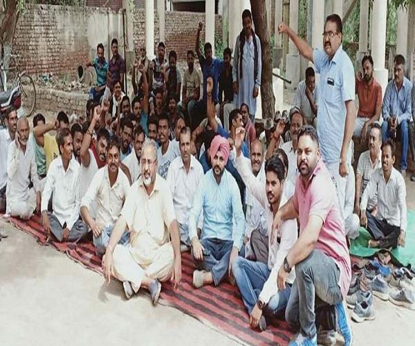 sewerage board employee  dharna