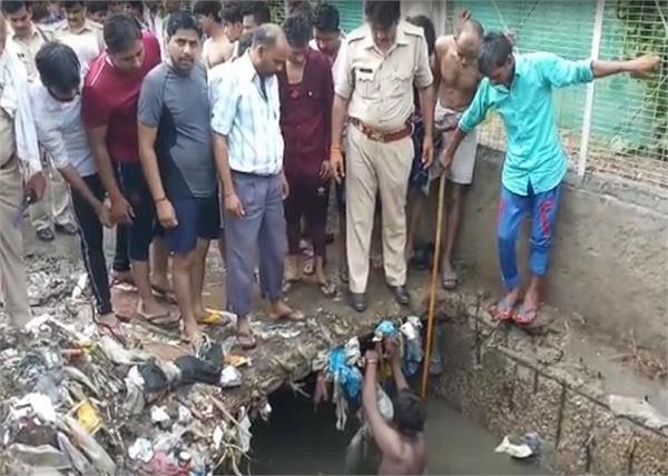 ghaziabad 12 year old boy falls in drain