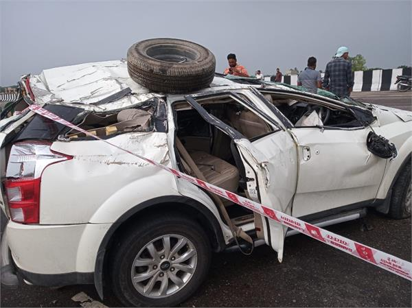 1 dead  3 injured in car and truck collision