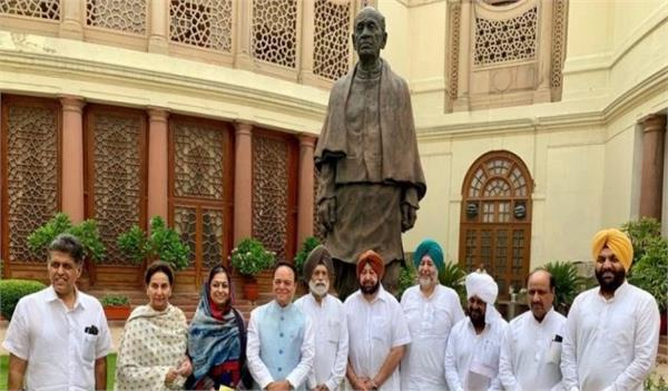 all the congress mps captan amarinder singh metting