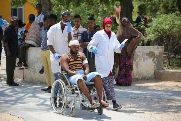 bomb blast kills 17  injures 28 in somalia