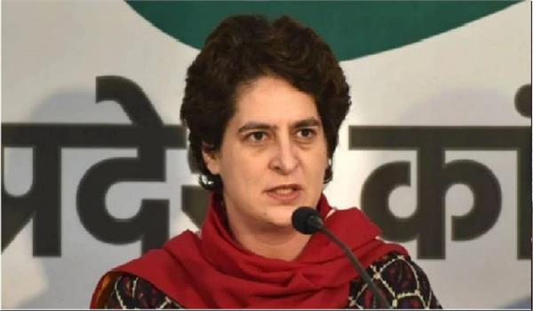 priyanka gandhi  s aide booked for assaulting  threatening journalist