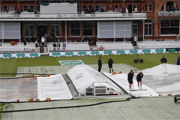 the first day of the second ashes test was rained on