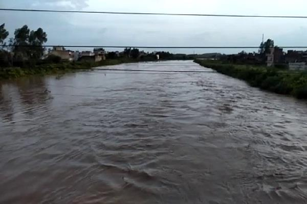 heavy water on bridge and roads due to flood in ambala