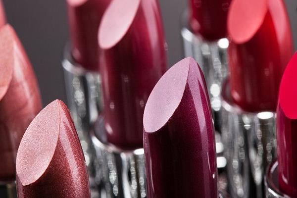 increasing sales of lipstick indicating economic downturn