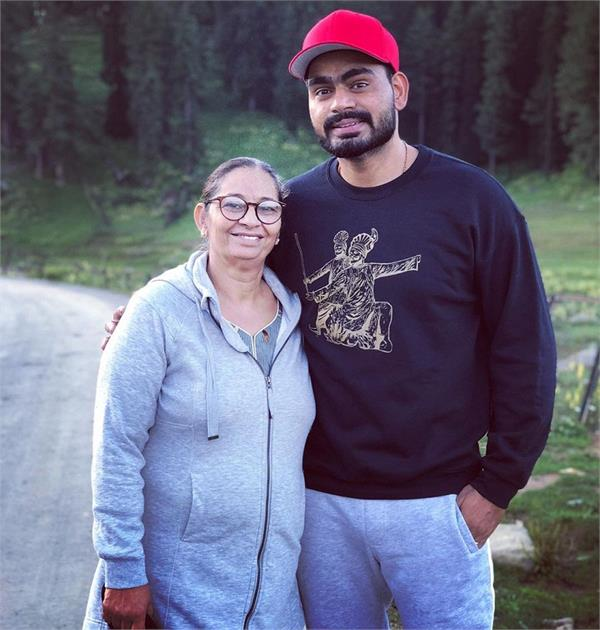 punjabi singer prabh gill shared pic with his mother