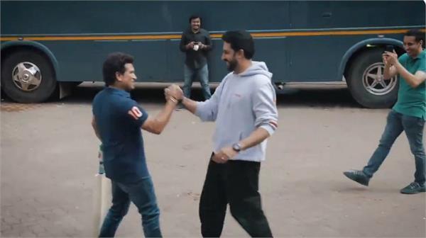 street cricket varun dhawan abhishek bachchan with sachin