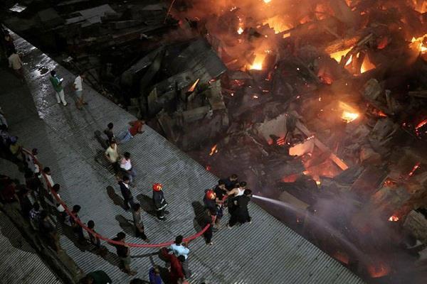 bangladesh slums fire