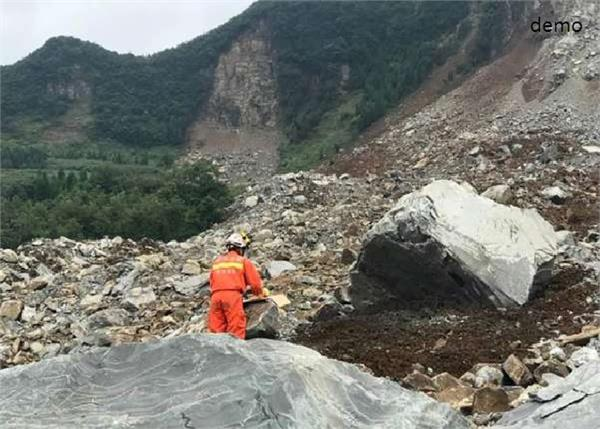 people missing after rock collapse in sw china