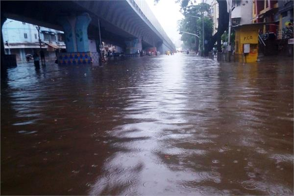42 people killed in heavy monsoon rains in karachi