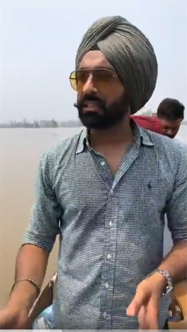tarsem jassar arrived in flood effectide area