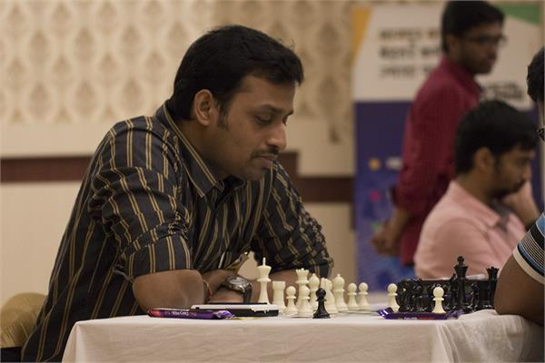 venkatesh leads the singles lead in the annas of east international chess