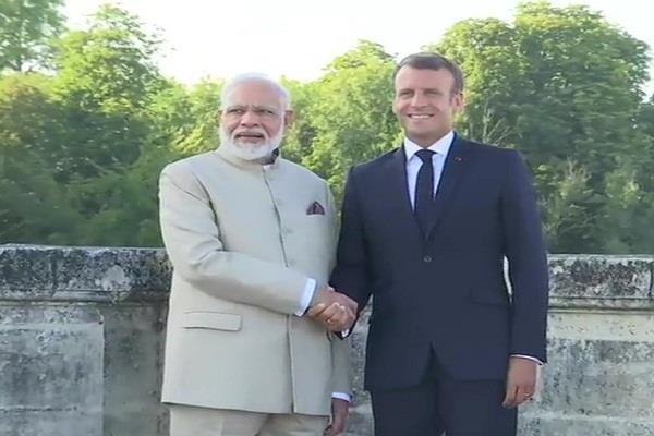 pm modi reaches france s capital paris on a two day visit