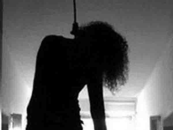 women in suicidal families commit suicide