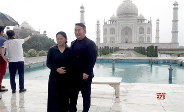 the president of mongolia observed the taj mahal during the rains