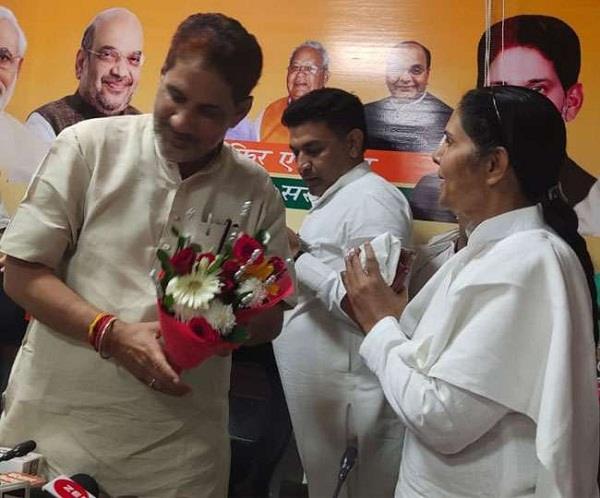 womens congress president sumitra chauhan joins bjp