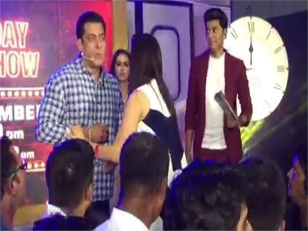 salman khan angry on a photographer at bigg boss launching