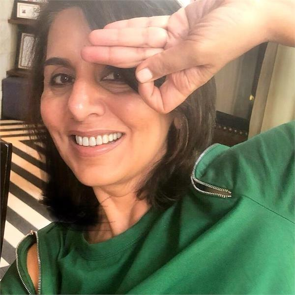 neetu kapoor reveals she used her hairdresser  s hand for magazine cover shoot