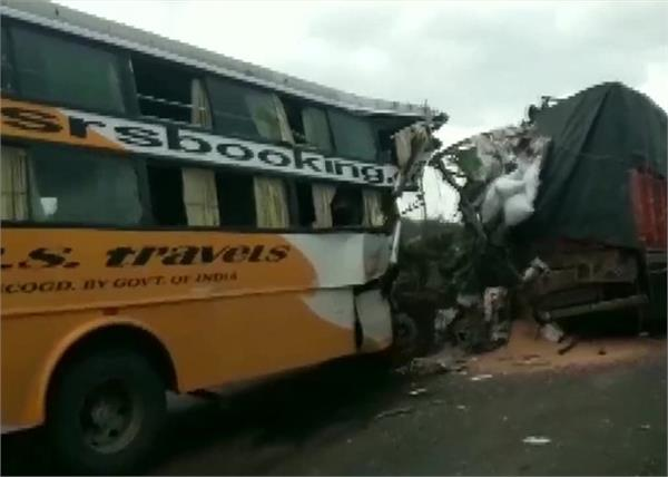 maharashtra national highway accident bus 6 dead