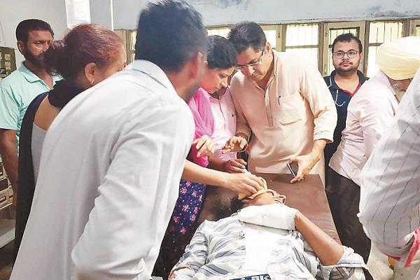 tsunam  mla aman arora  accident  injured youth  help