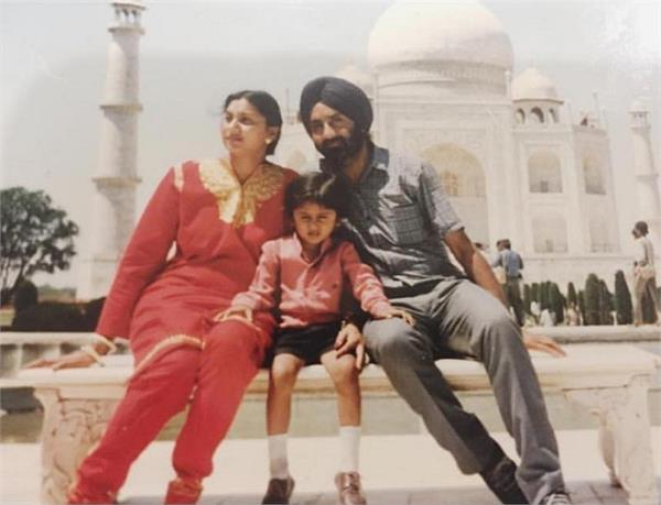 honey singh childhood picture with his mom dad viral photo