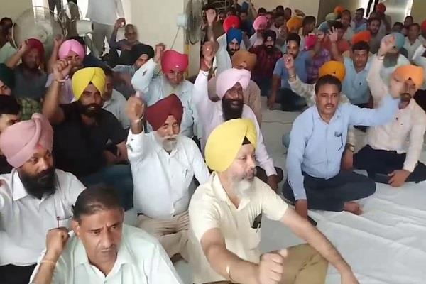 gurdaspur simarjit bains dc gurdaspur dc office employees strike
